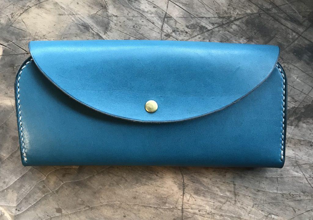 オイルレザー青の長財布|革職人のレザークラフト制作過程紹介