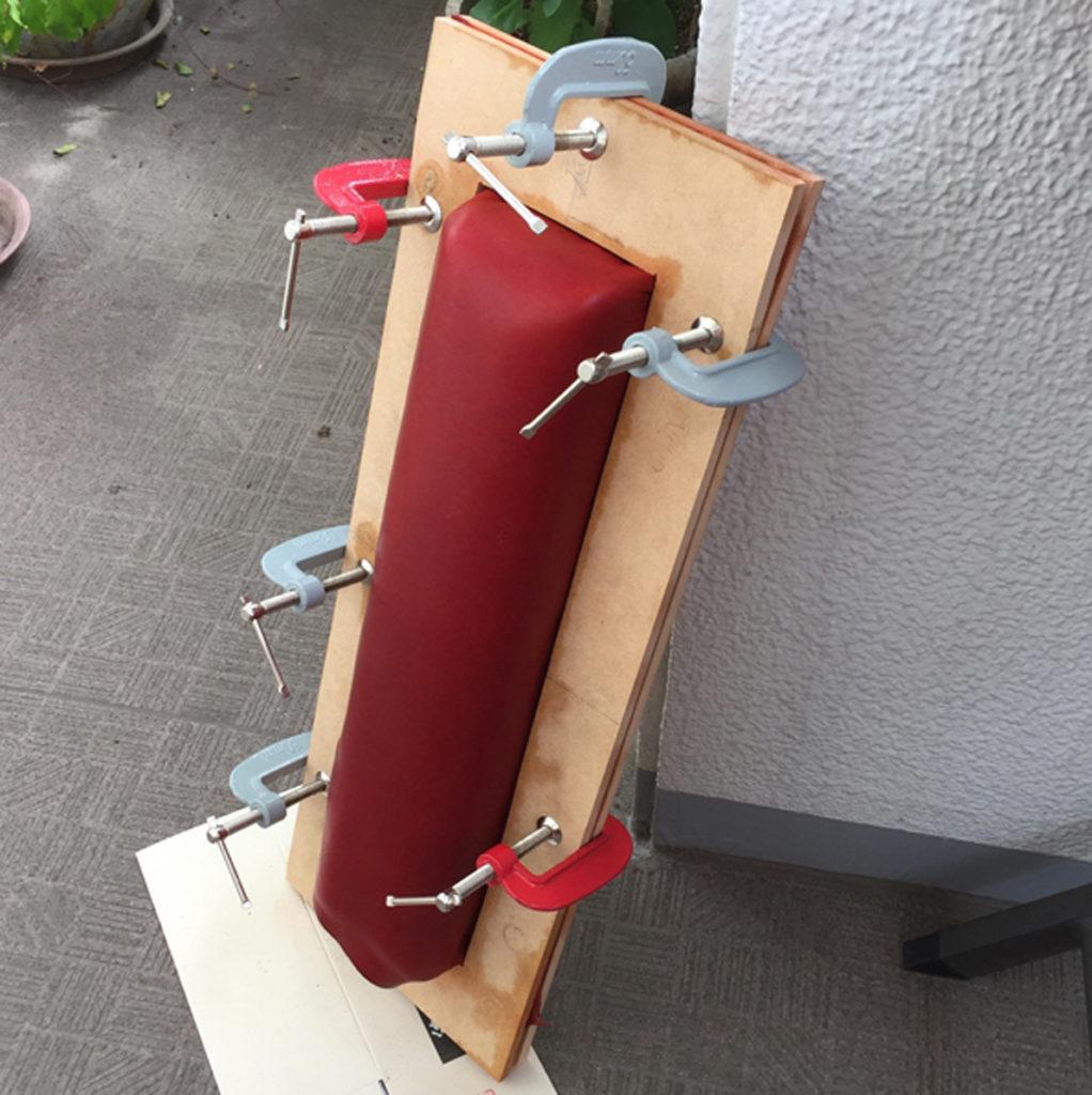 革の絞り加工