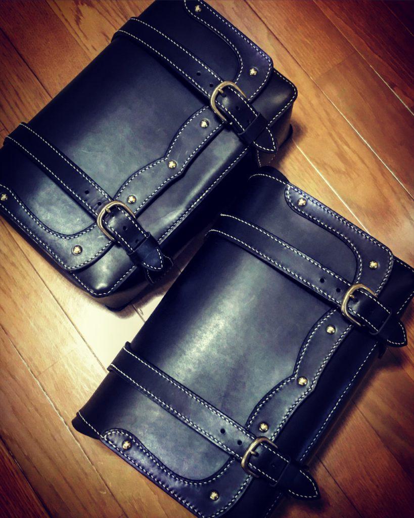 本ヌメ革黒のハーレーのサイドバッグ|レザークラフト作品紹介