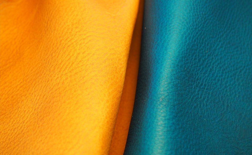 本ヌメ革オイルシボ とミネルバボックスの比較3