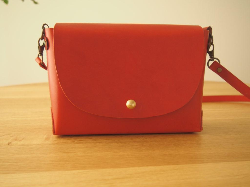 本ヌメ革赤のショルダーバッグ制作過程|レザークラフト型紙専門店ShiAN