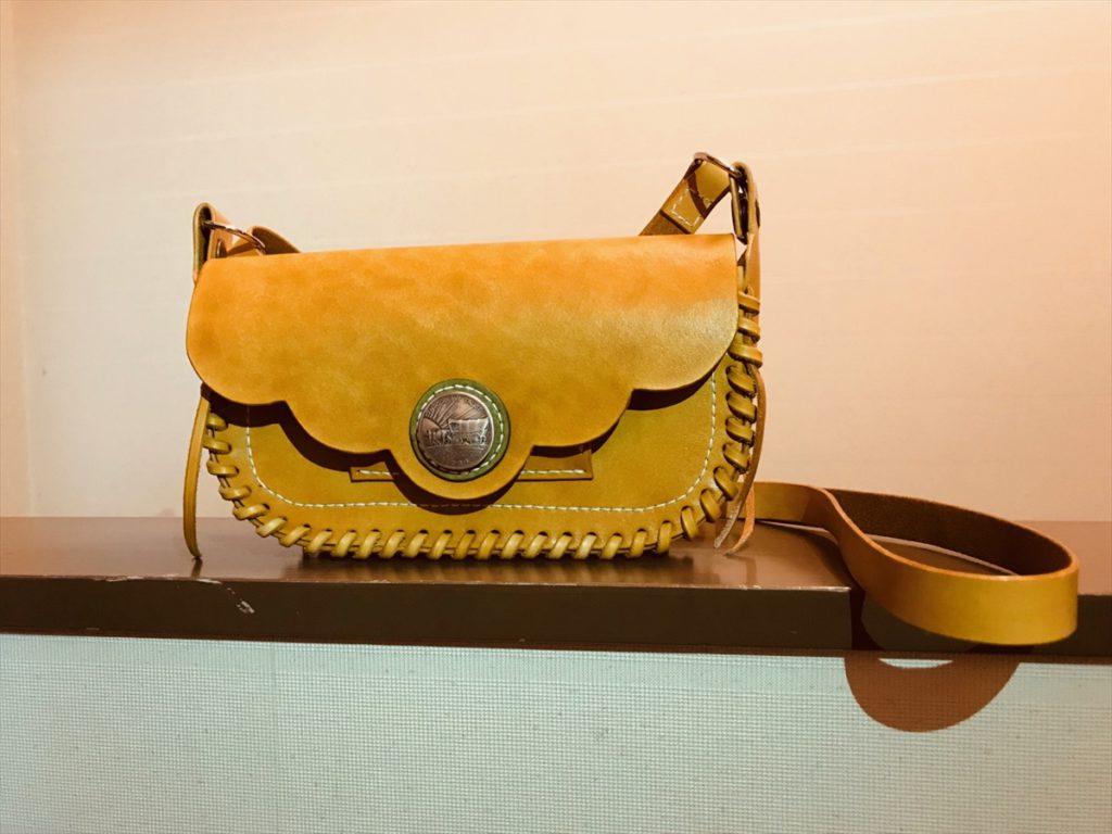 本ヌメ革の財布機能付きショルダーバッグ|レザークラフト作品紹介