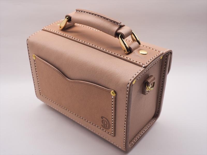 ヌメ革の小さな鞄「コスメポーチ」|レザークラフト作品 (1)