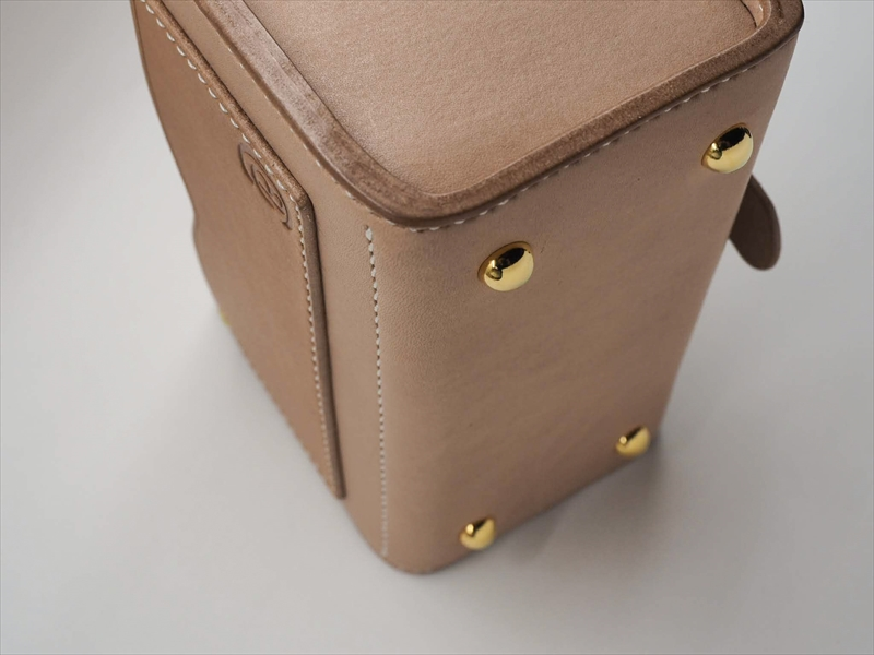 ヌメ革の小さな鞄「コスメポーチ」|レザークラフト作品 (2)