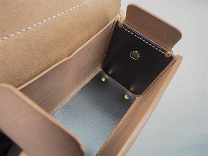 ヌメ革の小さな鞄「コスメポーチ」|レザークラフト作品 (4)