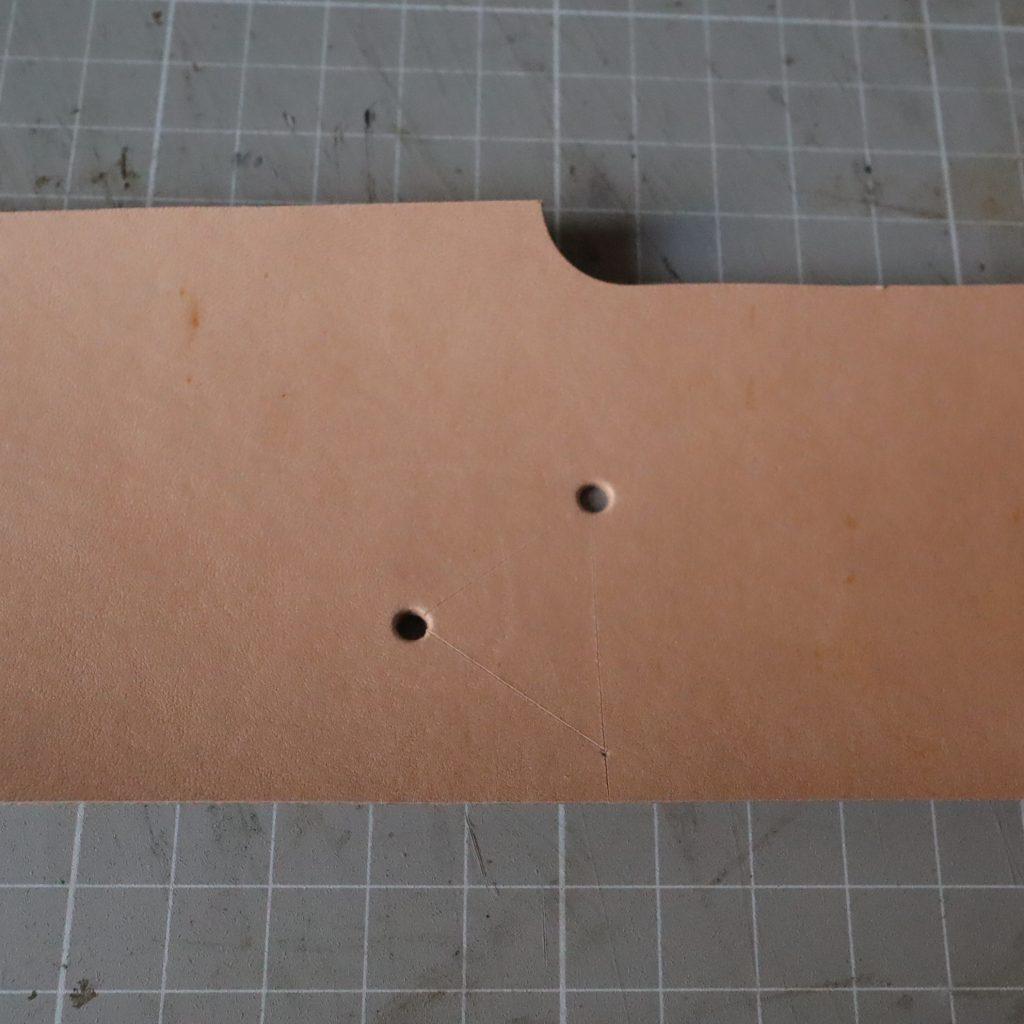穴あけ|L字ファスナーの小型財布|レザークラフト作品紹介