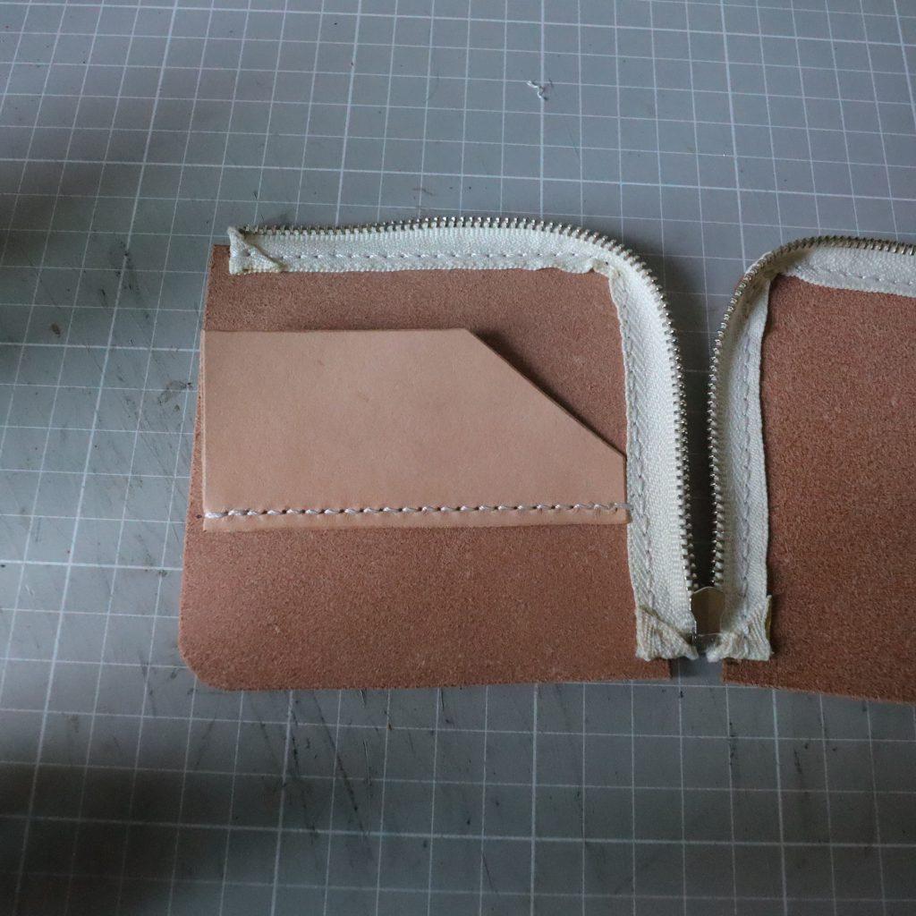 カードホルダーの縫い付け003|L字ファスナーの小型財布|レザークラフト作品紹介
