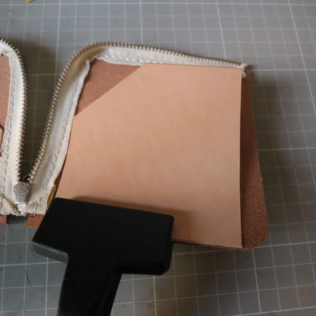 カードホルダーの縫い付け004|L字ファスナーの小型財布|レザークラフト作品紹介
