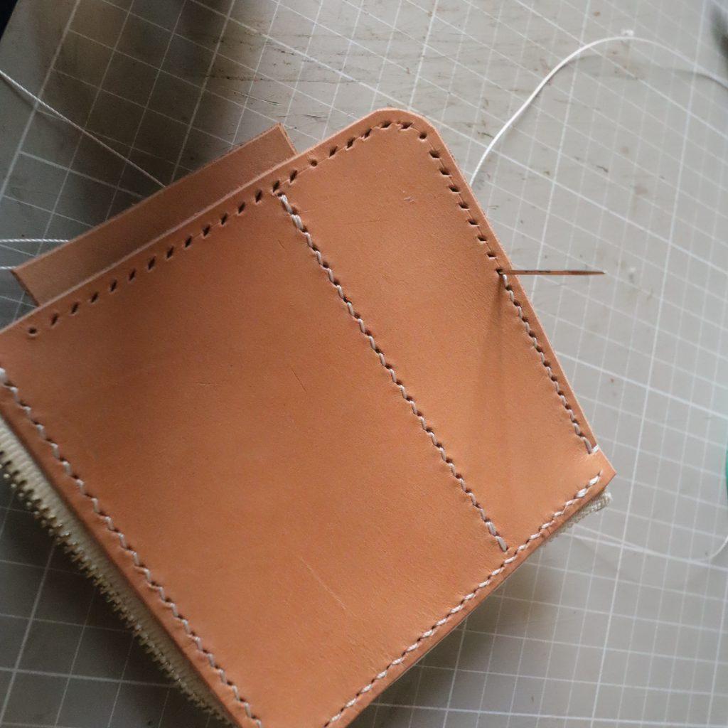 外装縫い合わせ6|L字ファスナーの小型財布|レザークラフト作品紹介