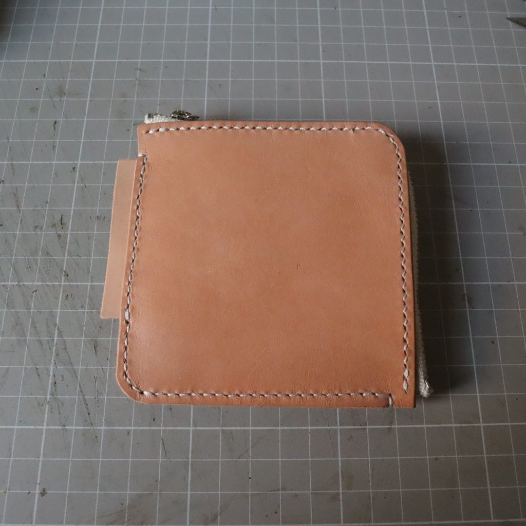 外装縫い合わせ8|L字ファスナーの小型財布|レザークラフト作品紹介