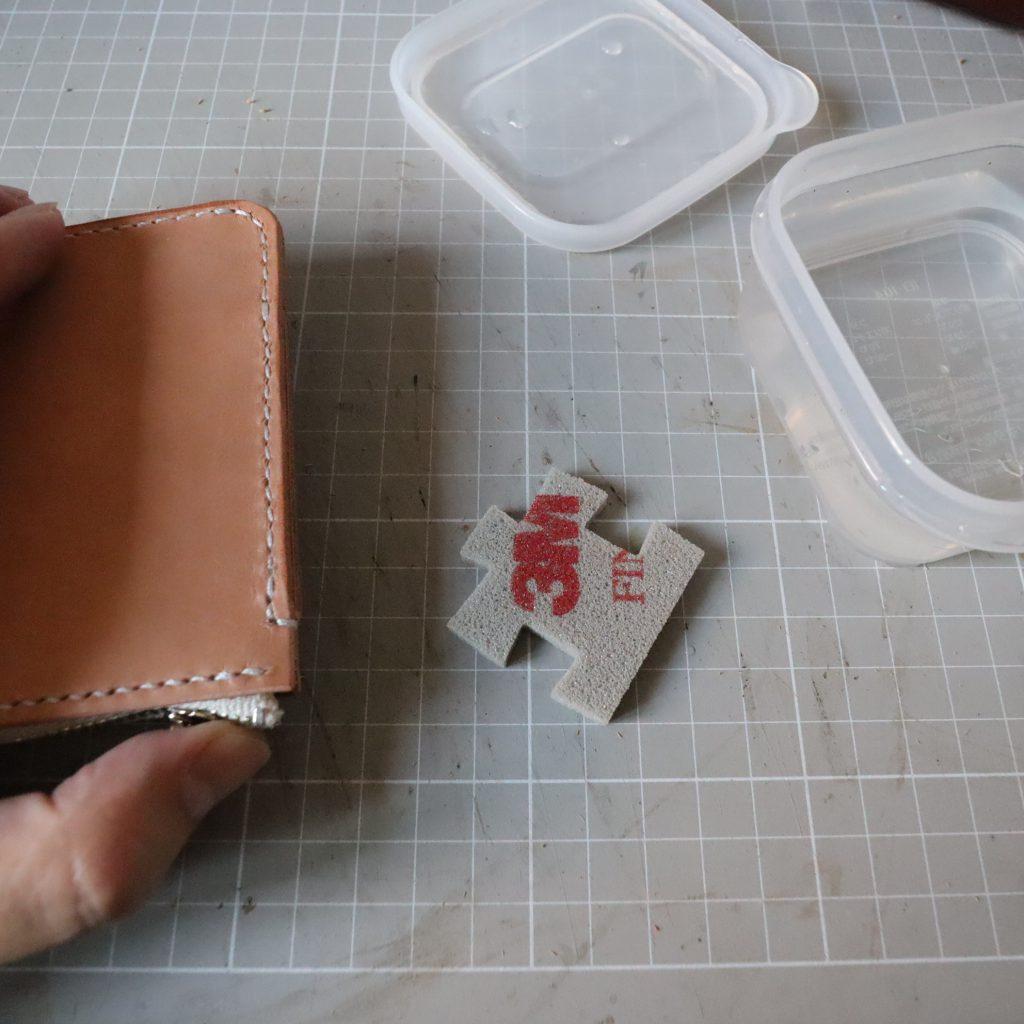 コバ処理3|L字ファスナーの小型財布|レザークラフト作品紹介