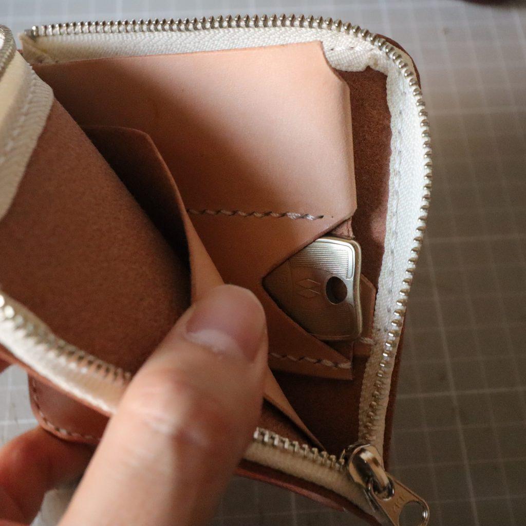 L字ファスナーの小型財布|レザークラフト作品紹介006