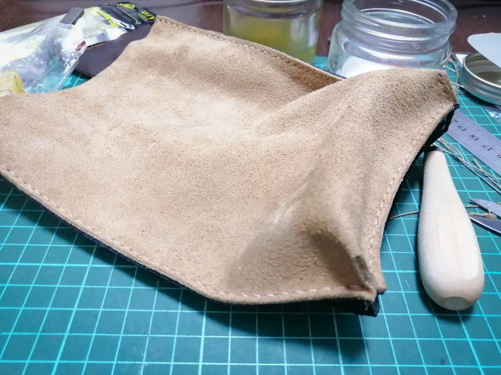 【型紙を使わず、気ままに作る】スエード革ハギレを利用したシンプルポーチ