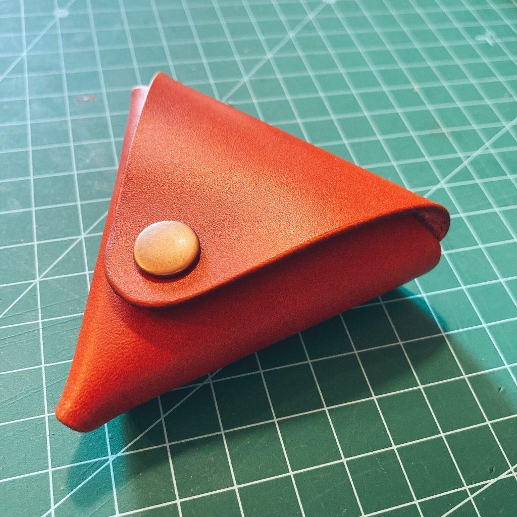 縫わずに作れる三角コインケースの作り方01