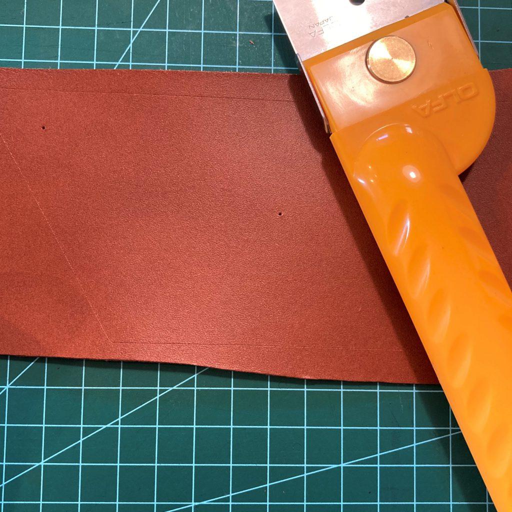 縫わずに作れる三角コインケースの作り方04