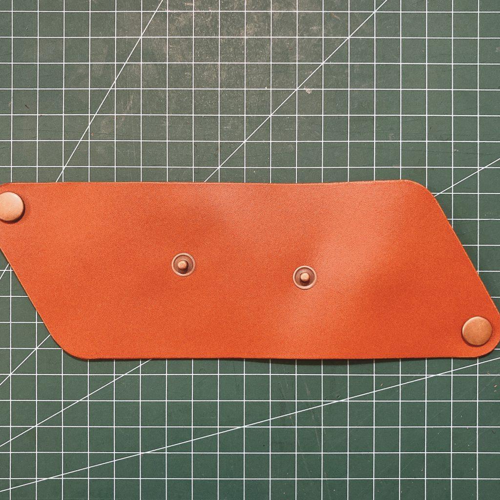 縫わずに作れる三角コインケースの作り方11